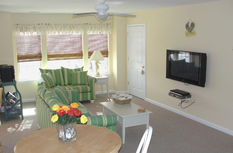 http://www.wildwoodfamilyfun.com/Photos/living_room.jpg